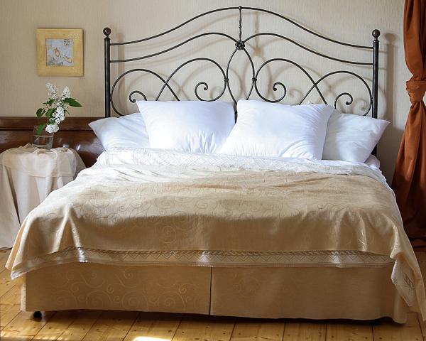 Łóżko metalowe kute Beatrice jeden szczyt