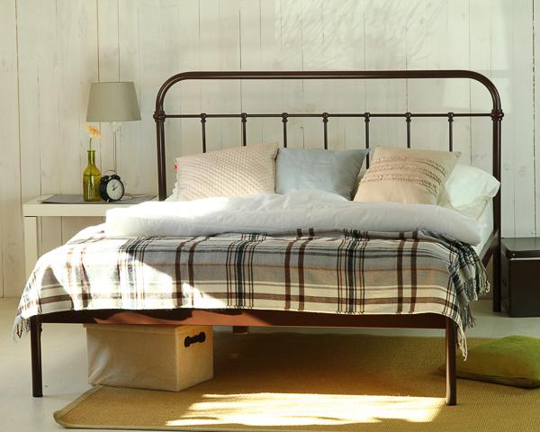 Łóżko metalowe Ivo jeden szczyt