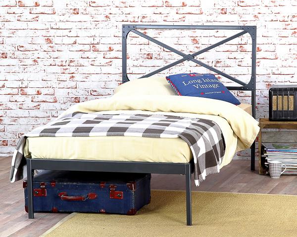 Łóżko metalowe Loft jeden szczyt